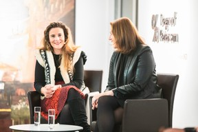 Justine Verstraeten (Hiscox) et Stéphanie Breydel de Groeninghe (Ts'Art) ((Photo: Simon Verjus/Maison Moderne))