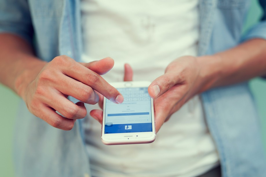 To give visibility to their ideas, politicians, parties and NGOs no longer hesitate to advertise, especially on Facebook, the king of networks (Photo: Shutterstock)