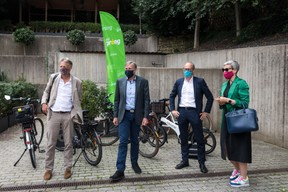 Les ministres étaient également au rendez-vous, arrivés en vélo. (Nader Ghavami)