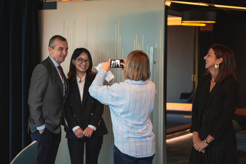 Jim Kent (Maison Moderne) , Sally Lu (FTA Communication Technologies) et Elisa Petrone (Bonn Steichen & Partners) (Photo: Léo Biewer/Maison Moderne)