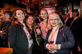 Jessica Bauldry (Delano), Maria-Teresa Caracciolo (Wildgen) à gauche et Angela Domasova (Luxembourg School of Contemporary Etiquette) à droite ((Photo: Jan Hanrion / Maison Moderne))