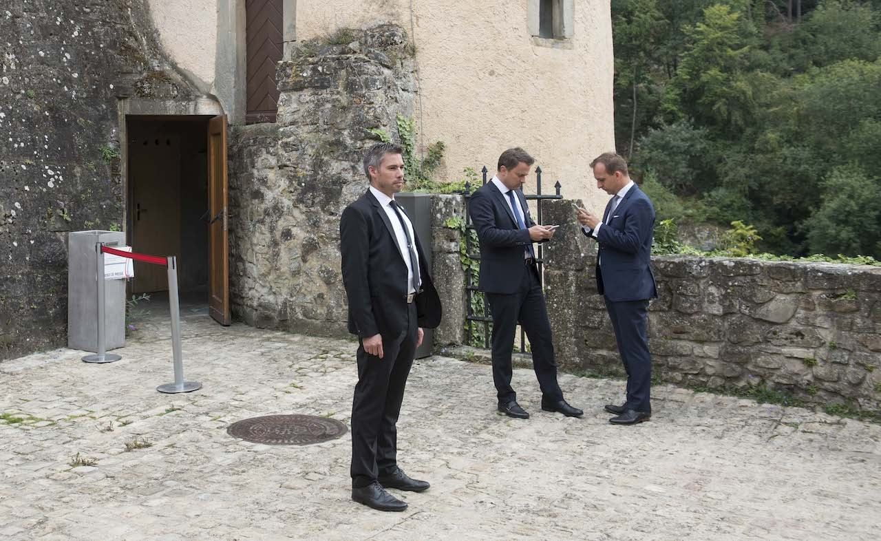 Paul Konsbruck, pictured here on the right with the prime minister before a meeting with Emmanuel Macron in 2018, has been a close confidant and advisor to Xavier Bettel since 2014 and has served as his chief of staff for the last five years. Anthony Dehez (archives)