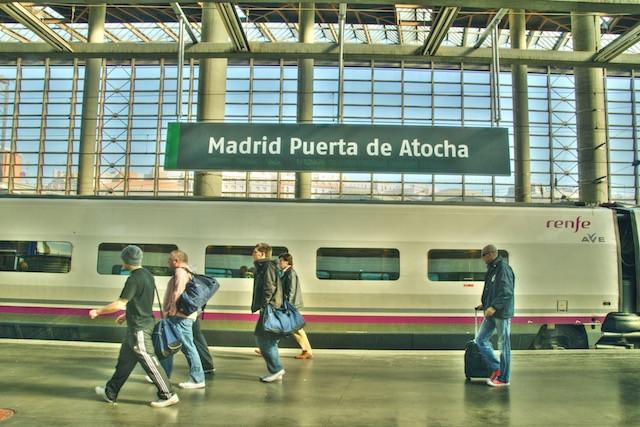 commuters_in_madrid_12_february_2009-web_copy.jpg