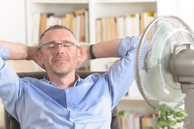 Employers are obliged to provide staff with means to combat heat, such as auxiliary fans, and with sufficient drinking water. Shutterstock