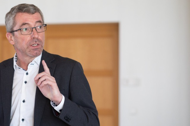 Frank Engel, pictured at a press conference on 19 March when he announced his resignation as party president, could inflict damage on the CSV if he were to set up his own political party. Matic Zorman