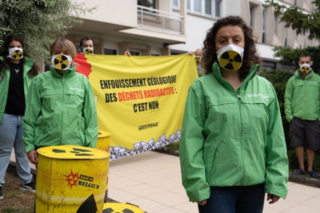 20200610_greenpeaceluxembourg_dechetsnucleaires_ambassadebelgique_copyright_sarapoza4.jpg