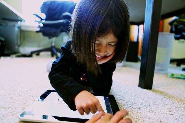 0-girl-ipad-web.jpg