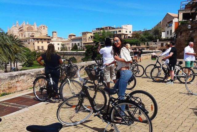 A tour in Mallorca withNANO bicycles (Photo : Luxair )
