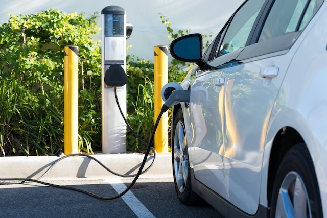 In the first quarter, 37.3% of new registrations were petrol engines and 30.3% were diesel engines. Electric vehicles represent 32.4% of new registrations Shutterstock