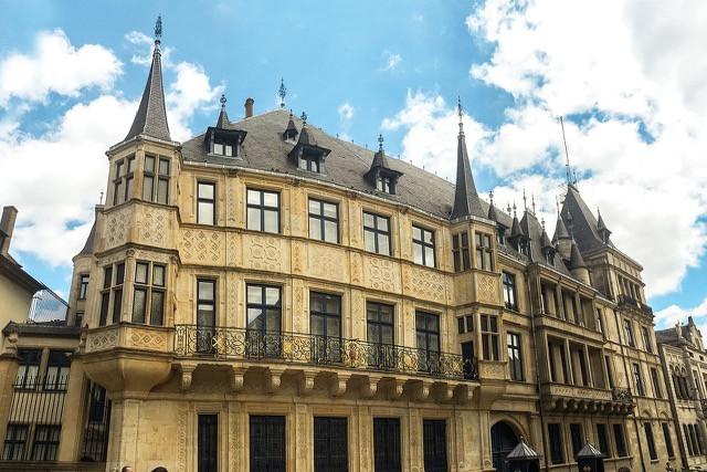 1280px-palacio_gran_ducal_de_luxemburgo.jpg