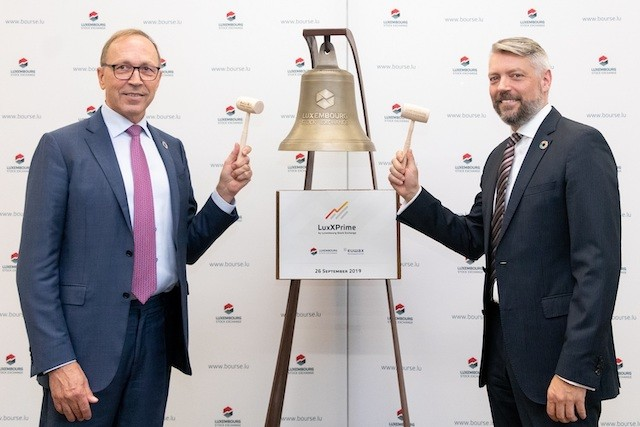 CEO of the Luxembourg Stock Exchange Robert Scharfe is pictured left with Euwax CEO Alexander Höptner LuxSE