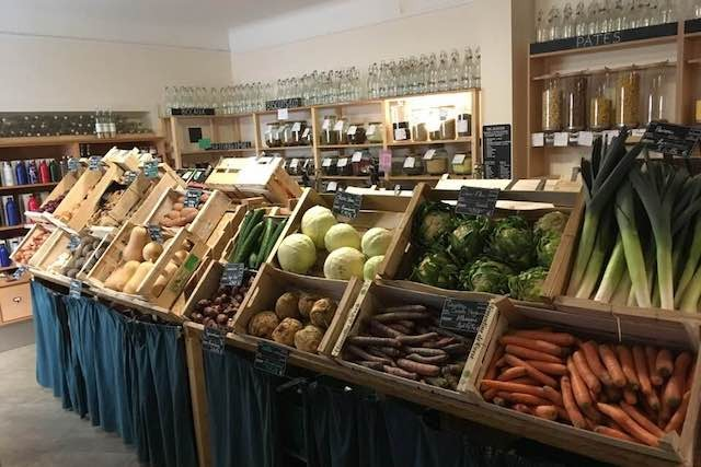 Similar to the first shop on rue Glesener (pictured here) the new Dudelange store will allow customers to bring or buy containers which they can refill to help reduce plastic and other packaging waste. Facebook/Ouni
