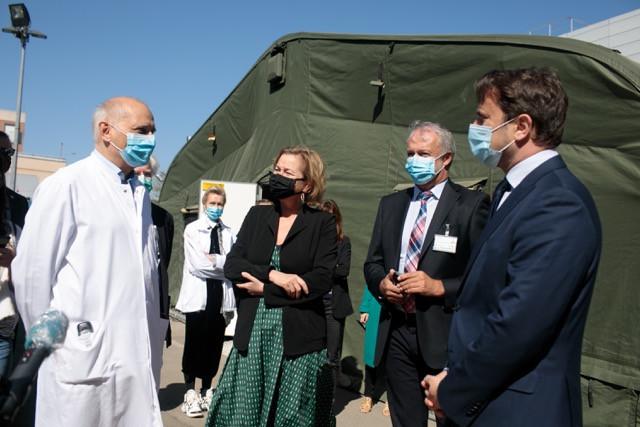 Luxembourg prime minister Xavier Bettel, right, with health minister Paulette Lenert, centre, 20 April 2020 Matic Zorman/Maison Moderne