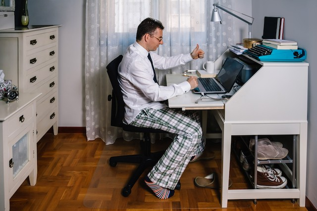 A cross-border worker who carries out his work from his home continues to be affiliated to the Luxembourg social security system until the end of 2020 Shutterstock