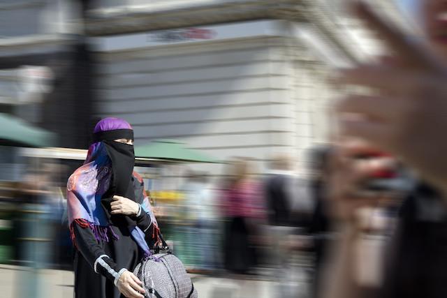 niqab-watford-2012-web.jpg