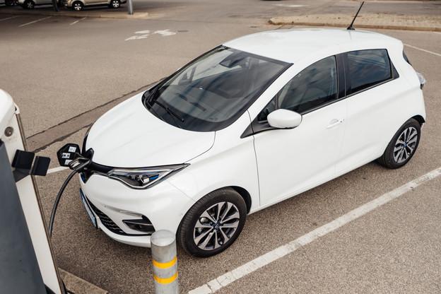 En prenant l'exemple d'une Renault Zoé, la charge complète pour effectuer 395 km revient en moyenne à 19,31€. (Illustration: Shutterstock)
