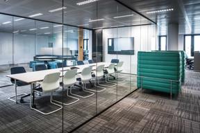 À chaque niveau, on trouve des espaces de réunion. ((Photo: Nader Ghavami))
