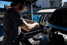 Des DJ sur le toit, des fêtards dans la cour: le retour épique de l'Atelier restera sans doute dans les mémoires! (DR)