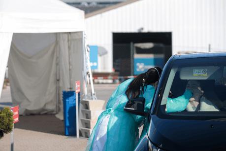Les automobilistes se feront tester directement dans leur véhicule, comme c'est le cas ici à Junglinster sur le site des Laboratoires Réunis. (Photo: Matic Zorman / Maison Moderne/ archives)