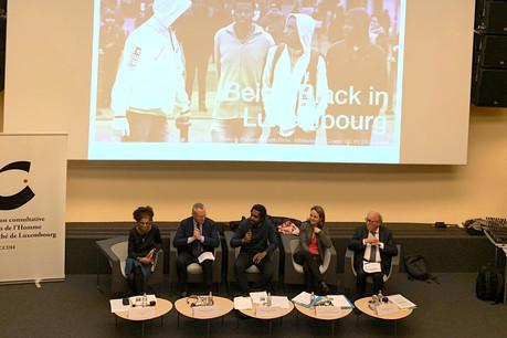 De gauche à droite: AntoniaGaneto (chargée de direction à l'Asti), MichaelO'Flaherty (directeur de la FRA), Michel-EdouardRuben (Fondation Idea, modérateur de la conférence),CorinneCahen (ministre de la Famille et de l'Intégration) et Jean-PaulLehners (président de la Commission européenne contre le racisme et l'intolérance) lors de la conférence «Being black in Luxembourg», mercredi 13 novembre2019. (Photo: Maison Moderne)