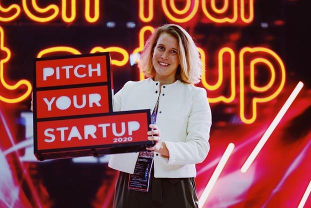 La responsable du développement commercial de Descartes Underwriting, Violaine Raybaud, est venue chercher le prix du concours Pitch Your Startup. L'insurtech vole de succès en succès. (Photo: ICT Spring)
