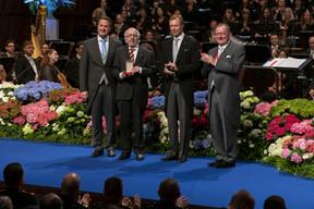 De gauche à droite: Xavier Bettel, Premier ministre, ministre d'État; Fernand Fox, acteur, arts de la scène et cinéma; S.A.R. le Grand-Duc; Fernand Etgen, président de la Chambre des députés. (© SIP / Emmanuel Claude, tous droits réservés)