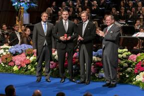 De gauche à droite: Xavier Bettel, Premier ministre, ministre d'État; Tom Habscheid, record du monde au lancer de poids paralympique dans la catégorie F63 au Grand Prix de para-athlétisme à Dubaï; S.A.R. le Grand-Duc; Fernand Etgen, président de la Chambre des députés. (© SIP / Emmanuel Claude, tous droits réservés)