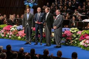 De gauche à droite: Xavier Bettel, Premier ministre, ministre d'État; Bob Kneip, fondateur de la firme Kneip Communication; S.A.R. le Grand-Duc; Fernand Etgen, président de la Chambre des députés. (© SIP / Emmanuel Claude, tous droits réservés)