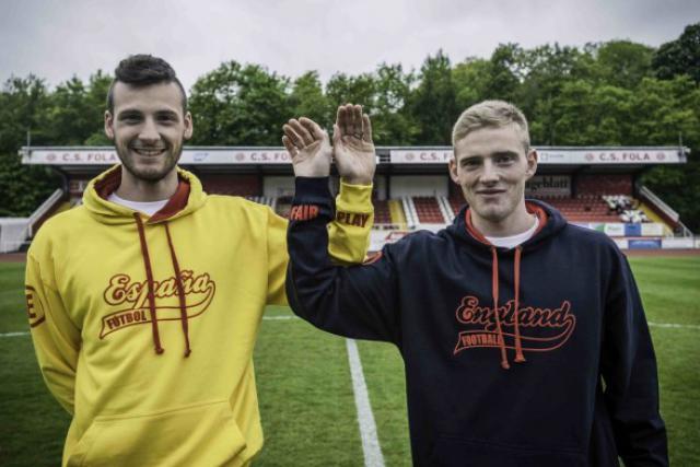 Les joueurs de l'équipe nationale luxembourgeoise de foot se sont prêtés et jeu. (Photo: Knätsch)