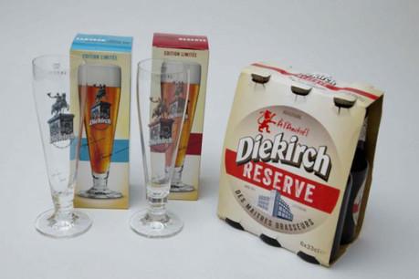 En bleu ou en rouge, les verres de Jacques Schneider accompagnent la Diekirch Réserve (Photo: Maison Moderne Studio)