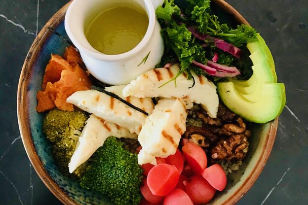 Du halloumi grillé, des pickles, une vinaigrette au gingembre: cette recette a tout bon! (Photo: Maison Moderne)