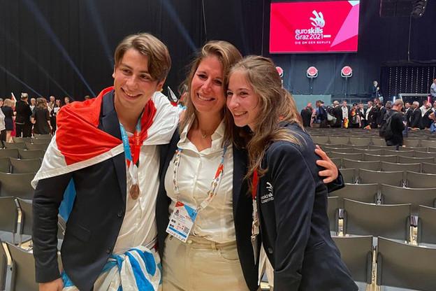 Ivo Silva et ClémentineOffner s'étaient entraînés avec leur coach, FabienneKieffer, professeure et coordinatrice des projets d'entrepreneuriat au gouvernement. (Photo: Ivo Silva)