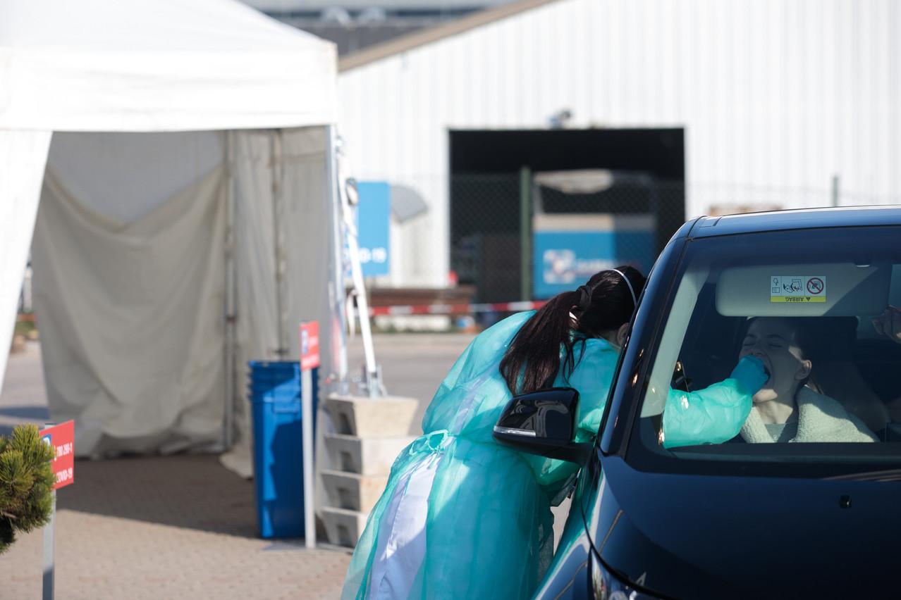 En plus des laboratoires, il sera possible de se faire tester au Covid-19 dans deux nouveaux centres cette semaine. Sur son site internet mis à jour le 13 octobre, le gouvernement comptait aussi huit stations de test dédiées au large-scale testing encore ouvertes. (Photo: Matic Zorman / Maison Moderne)