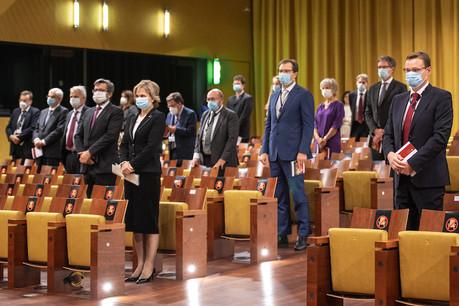 Mme Ziemele et M. Passer complètent la Cour de justice composée d'un juge par État membre. (Photo: CJUE)