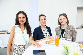 Turan Namazova (UNDP), Hanna Parrisius (Prime Capital AG) et Josefine Molter ((Photo: LaLa La Photo, Keven Erickson, Krystyna Dul))