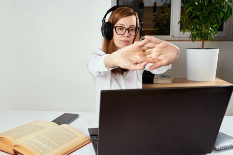 Retour progressif au bureau avec télétravail tant que les accords transfrontaliers le permettent: les entreprises ne changent pour l'instant pas de stratégie. (Photo: Shutterstock)