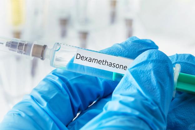 La dexaméthasone, de la famille des stéroïdes, s'avère efficace dans la phase de la maladie exigeant un apport d'oxygène, en particulier si le patient doit être intubé. (Photo: Shutterstock)