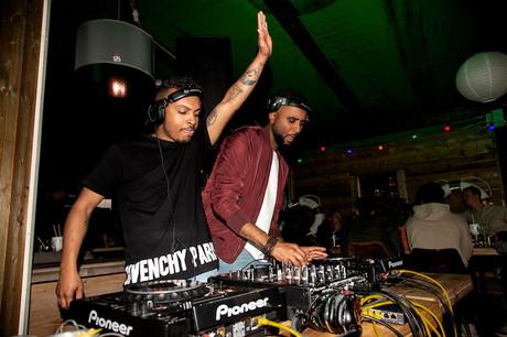 Après Mikaiah et Manu M, le duo Double Vibe a su réchauffer la soirée grâce aux meilleurs sons afro house, dimanche au Rooftop. (Photo: Iberico Alex)