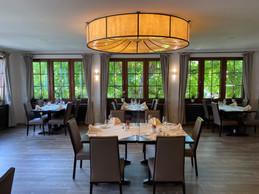 Dans la salle du restaurant, tout en élégance, des tables ont été enlevées pour respecter la distanciation sociale. ((Photo: Paperjam))