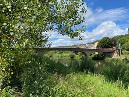 Le pont de Wallendorf, qui réunit Allemagne et Luxembourg, séparés par la Sûre. ((Photo: Paperjam))