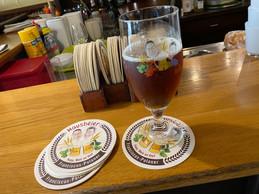 Les deux frères proposent leur propre bière à leur effigie, réalisée par Benny Wallers, à Heiderscheid. ((Photo: Paperjam))