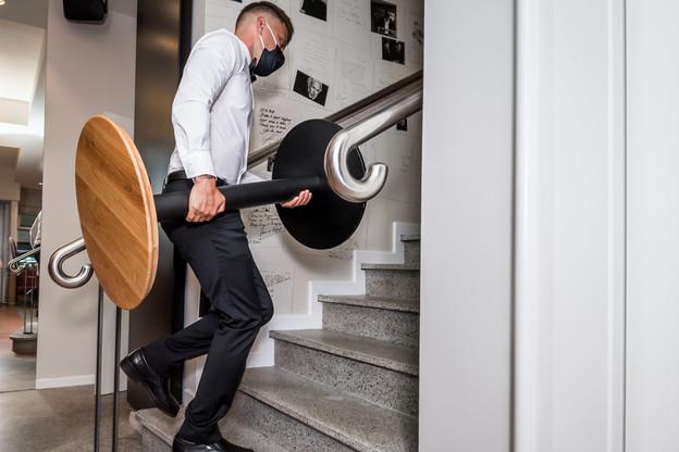 Le métier de serveur figure parmi les emplois appelés à se reconvertir, selon MGI. (Photo: Nader Ghavami/Maison Moderne)