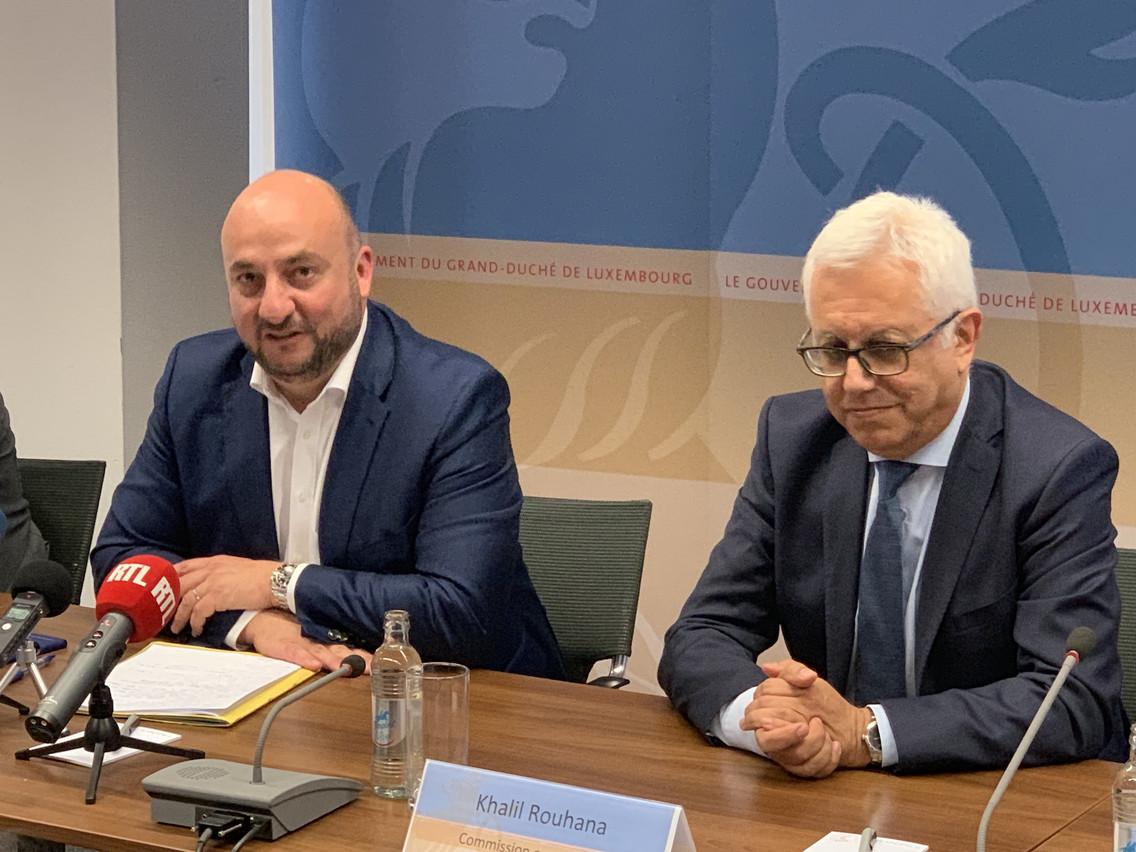 Étienne Schneider (à gauche), aux côtés du représentant de la Commission européenne, Khalil Rouhana, lors de la conférence de presse de ce vendredi 14 juin. (Photo: Paperjam)