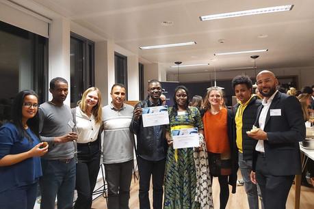 Le programme imaginé par DLA Piper sensibilise les demandeurs d'asile et réfugiés à leurs droits au Luxembourg (à d., YannZellet). (Photo: DLA Piper)