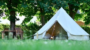 Les tentes de «glamping». ((Photo: Le Domaine des Grottes de Han))