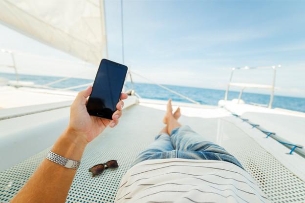 En mer ou en transit dans un pays hors UE comme la Suisse, les data peuvent s'avérer coûteuses. (Photo: Shutterstock)