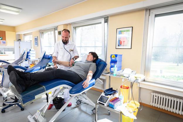 «Grâce aux donneurs existants et aux nouveaux donneurs, il est aujourd'hui possible d'envisager les semaines à venir de manière apaisée», assure la Croix-Rouge luxembourgeoise, après le succès de son appel aux dons de sang. (Photo: Blitz Agency)
