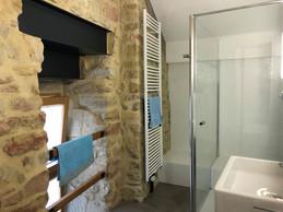 Une suite médiévale, avec la salle de bains à côté. ((Photo: Paperjam.lu))