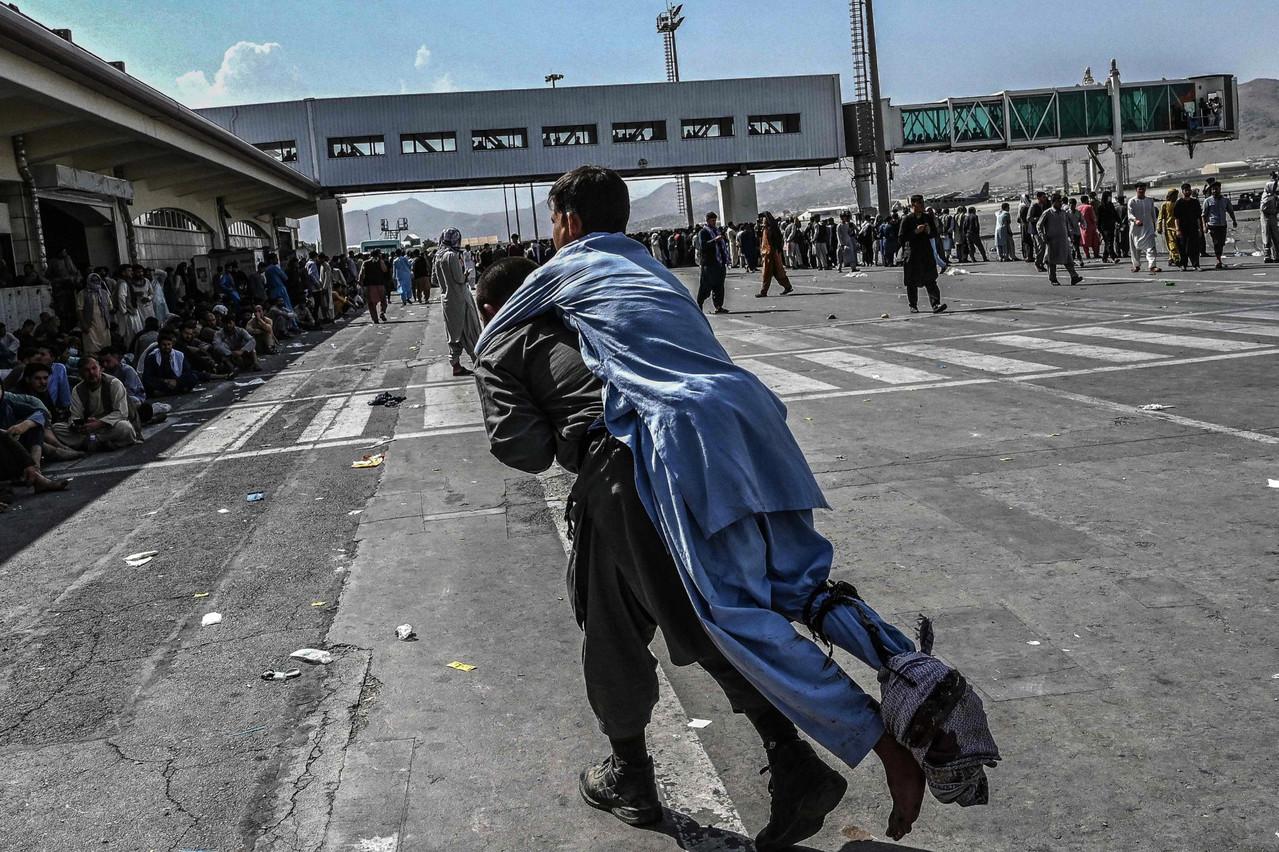 Photo d'illustration datée du 19 août 2021 à l'aéroport de Kaboul, où des milliers de personnes se sont précipitées pour fuir le régime taliban. (Photo: Shutterstock)