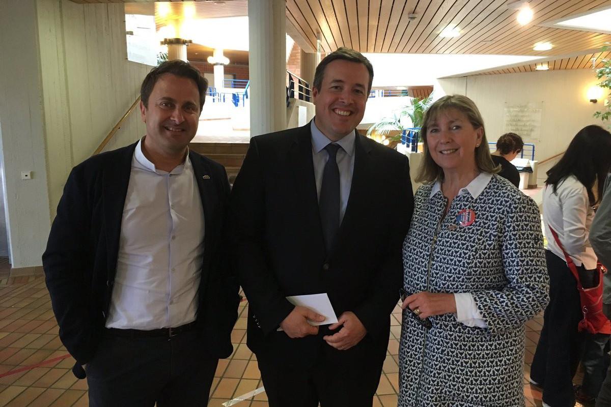 MarcMeyers (au centre), aux côtés du Premier ministre XavierBettel et de la bourgmestre de la Ville de Luxembourg, Lydie Polfer. (Photo: Capture d'écran/Twitter)